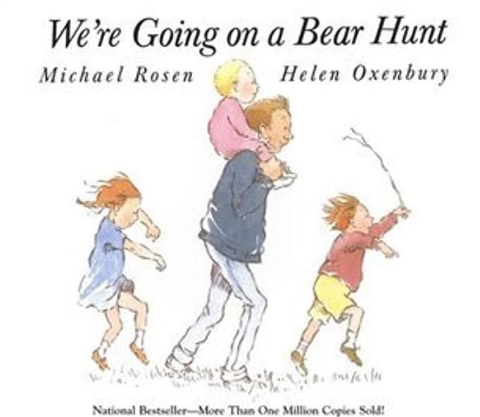 """作者以美国一首民歌为创作灵感,如今这首""""We're Going On a Bear Hunt""""是小朋友耳熟能详的歌曲。对于刚开始共读,或者对英语不熟悉的幼儿,边翻书边唱歌是很好的启蒙,建议共读年龄0-4岁。"""